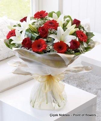 5 Kırmızı Gül Ile Güzel Bir Mevsim Buketi çiçek Noktasi Online